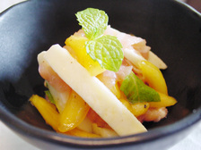 柿とモッツァレラと生ハムの和え物