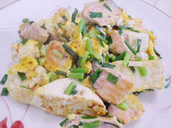 鮭と豆腐の卵炒め(鮭チャンプルー)