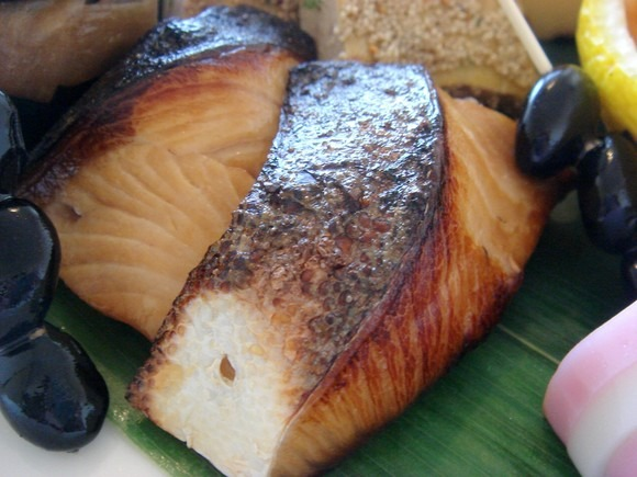 Yellowtail broiled with soy sauce