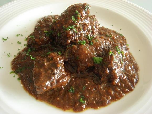 牛ばら肉のマルサラワイン煮
