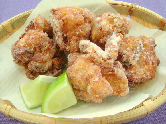 Fried chicken seasoned with soy sauce and sake