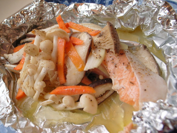 Salmon and mushrooms baked in foil with butter