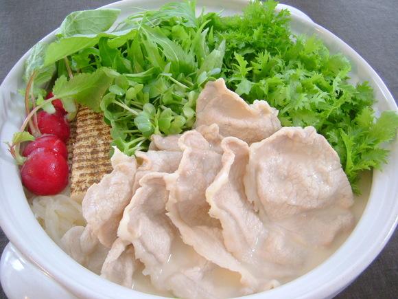豚しゃぶ肉とシャキシャキ野菜の豆乳鍋