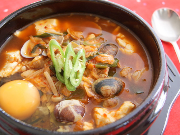 スンドゥブチゲ(おぼろ豆腐鍋)