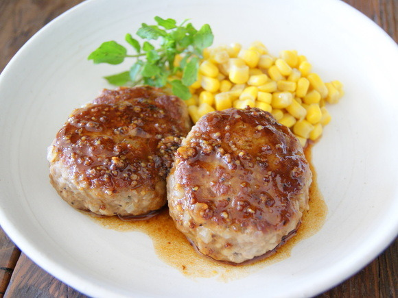 Hamburg steak with honey and mustard sauce