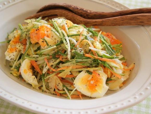 半熟卵とシャキシャキ野菜のコールスロー