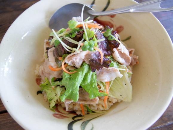 シャキシャキレタスと豚肉のサラダ丼