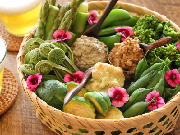 春野菜と3種のディップ