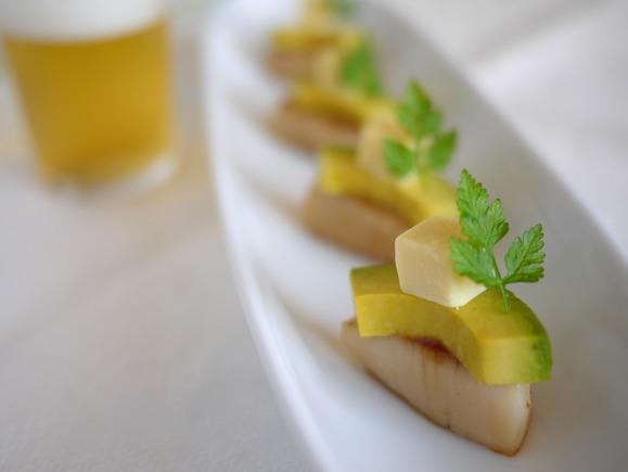 柚子こしょう味チーズと帆立・アボカドのミルフィーユ