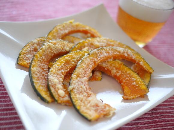 かぼちゃのパルメザンチーズ焼き  簡単・美味しい【粉チーズ】レシピ35選☆おつまみ・クッキー・トースト・おにぎりなど , NAVER まとめ